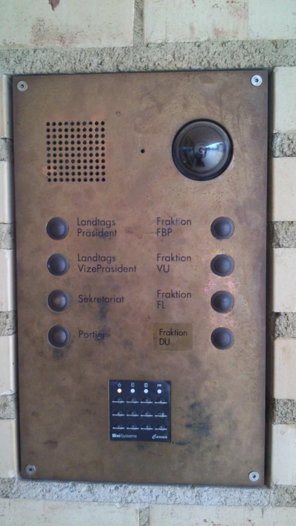 Klingelschild am Landtag
