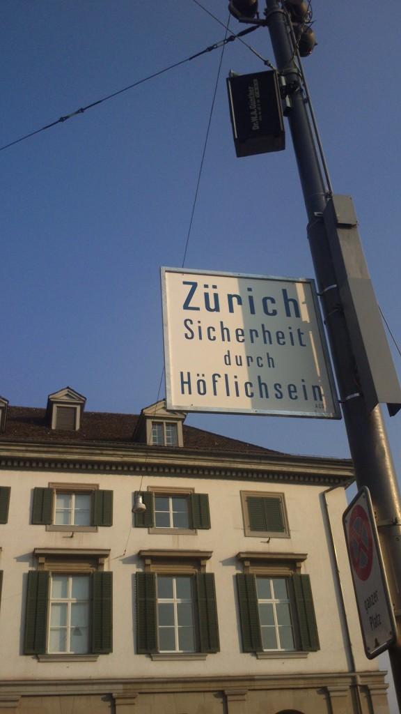 Schild mitten in Zürich