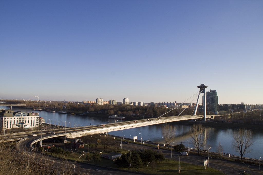 Nový most von der Burg Bratislava aus.