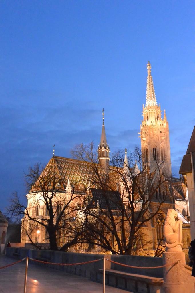Matthiaskirche beleuchtet