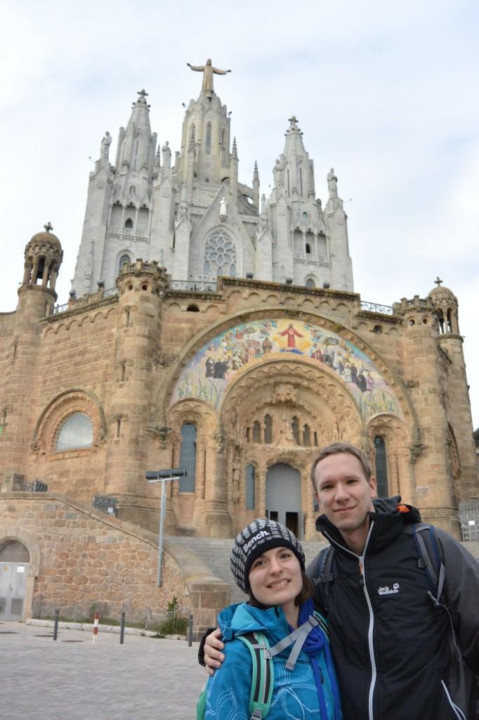 Cori und Flo vor der Kirche Sagrat Cor