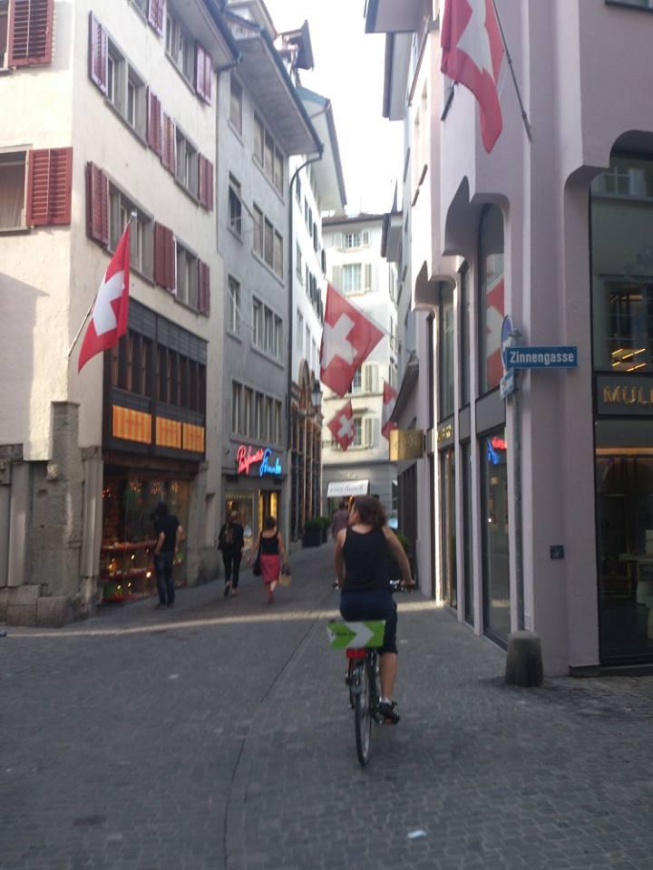 """Stadtrundfahrt mit dem Gratis -""""Velo"""""""