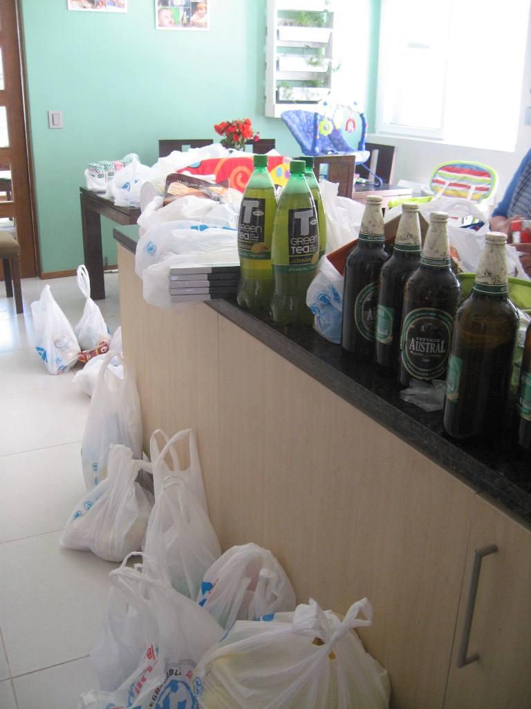 So ein Wocheneinkauf für eine Großfamilie füllt eine Küche ganz gut aus (etwa 1/3 ist hier zu sehen)!
