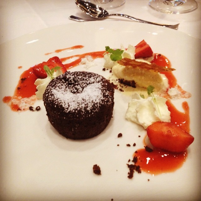 Schokoladen-Fondant mit Bodensee-Erdbeeren