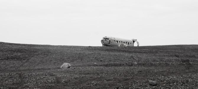 Was macht ein Flugzeugwrack am Strand von Island?