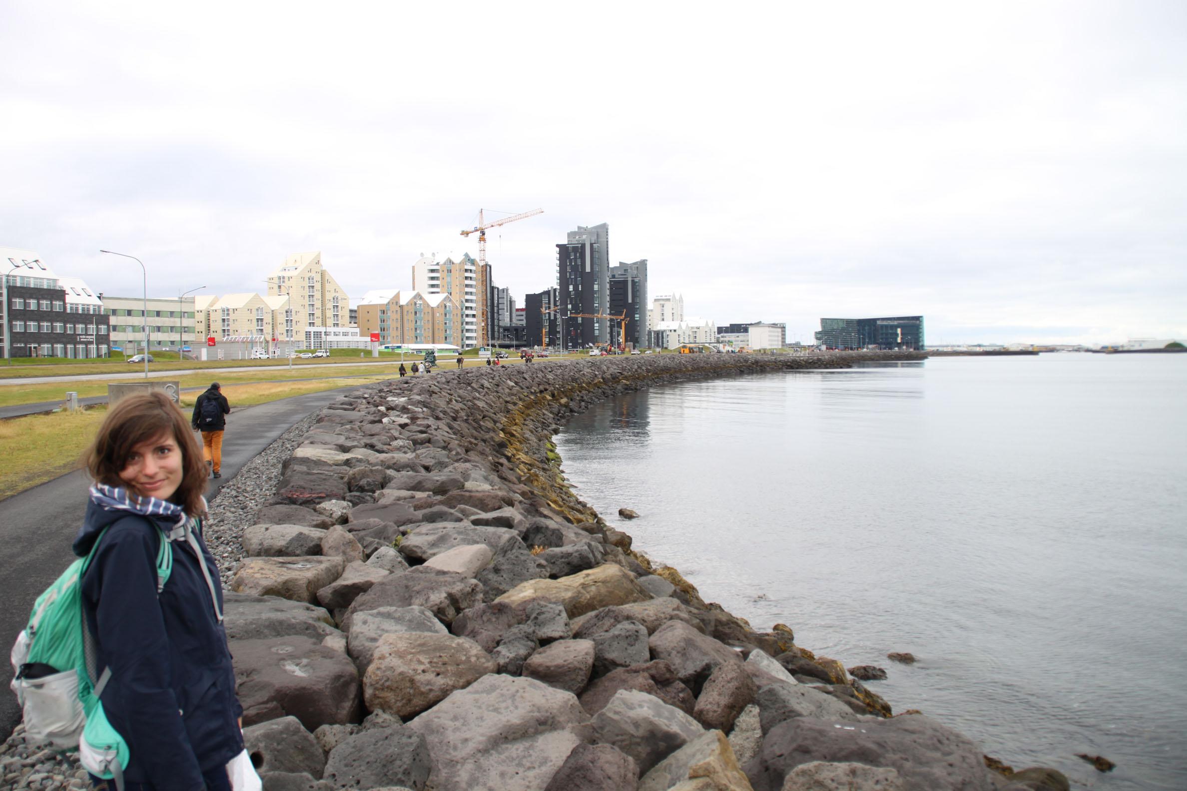 Spaziergang an der Küste von Reykjavík