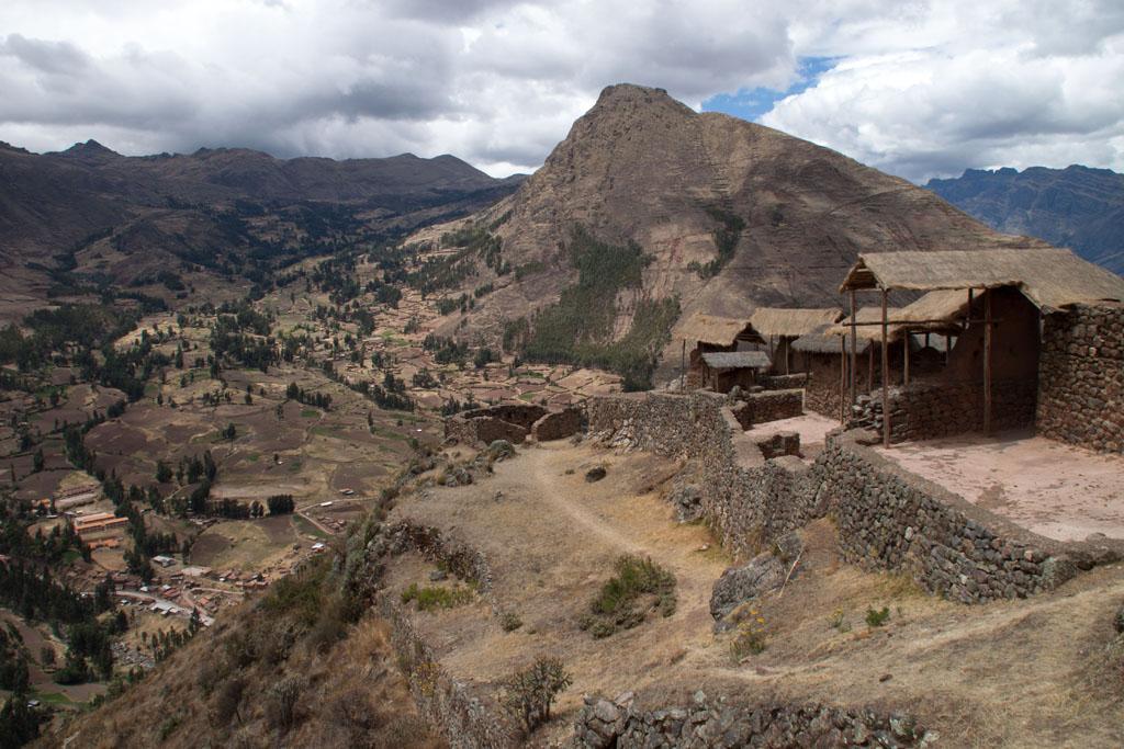 Blick von den Ruinen von Pisaq auf das Sacred Valley