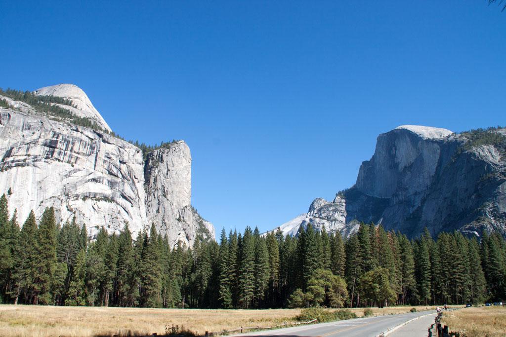 Yosemite Valley mit Half Dome auf der rechten Seite