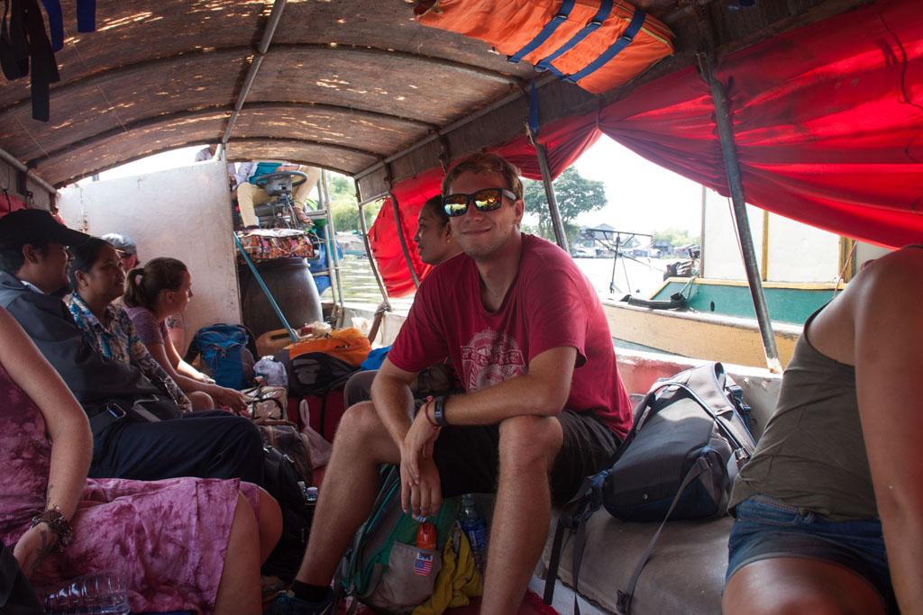 Gut gelaunt am langen Weg nach Battambang
