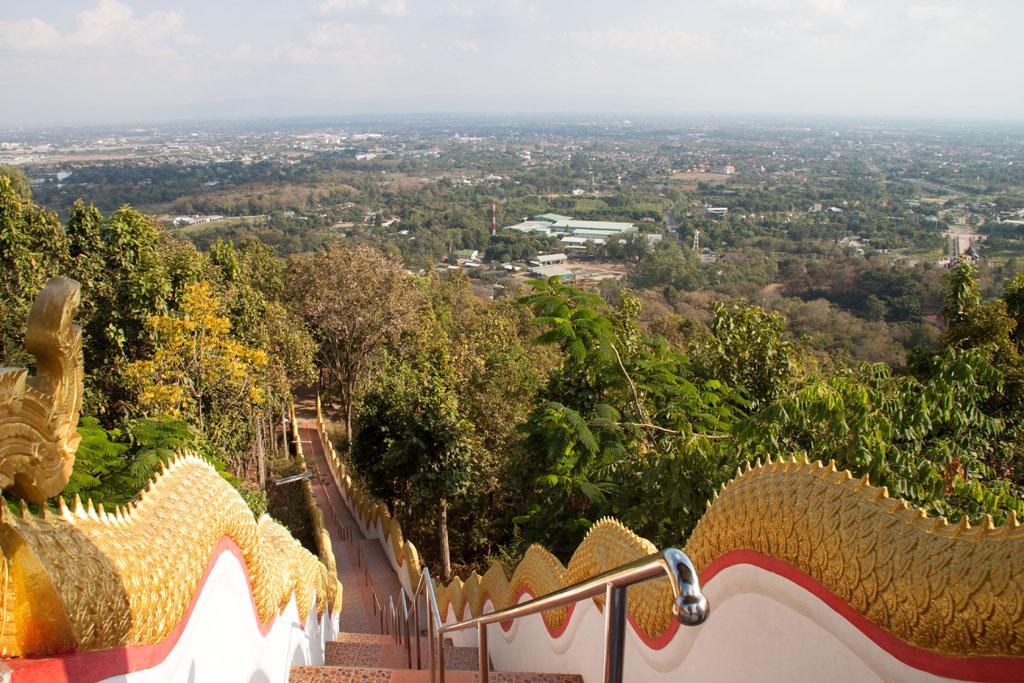 Drachenstiege am Doi Kham und Blick Richtung Chiang Mai