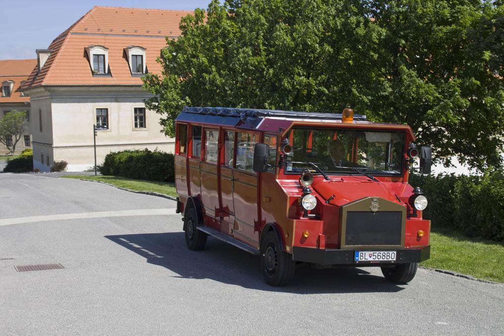 Diesmal ausgelassen: Eine Fahrt mit dem Oldtimer-Bus, der Touristen in kurzer Zeit zu den Sehenswürdigkeiten der Stadt bringt.