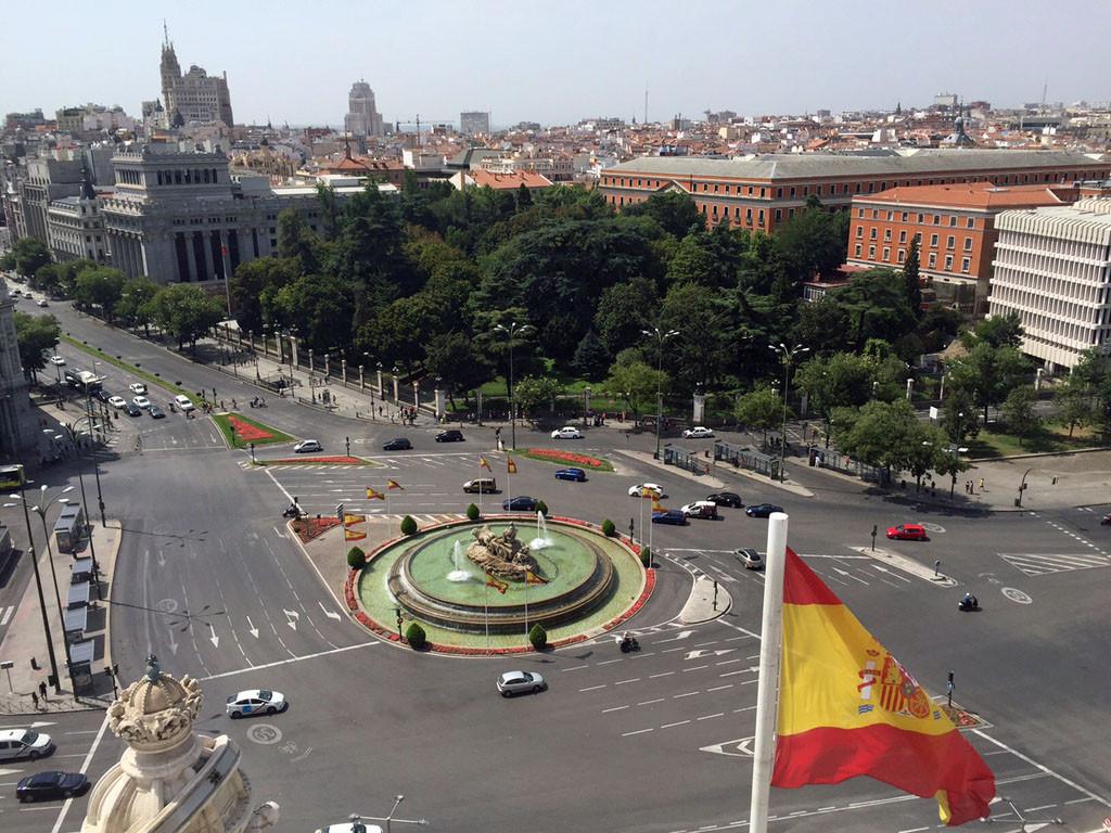 Einen guten Überblick bekommst du auch vom Palacio de Cibeles.