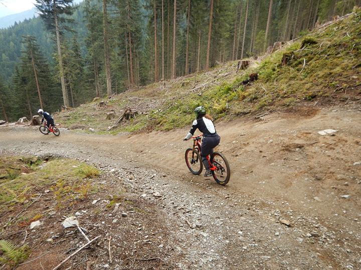 Cori und ich beim Downhill Mountainbiken in Leogang