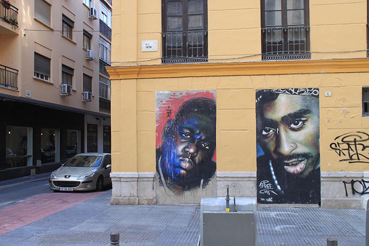 Während dieses Kunstwerk zwei verstorbenen Größen der amerikanische Hip Hop Kultur gewidmet ist ...