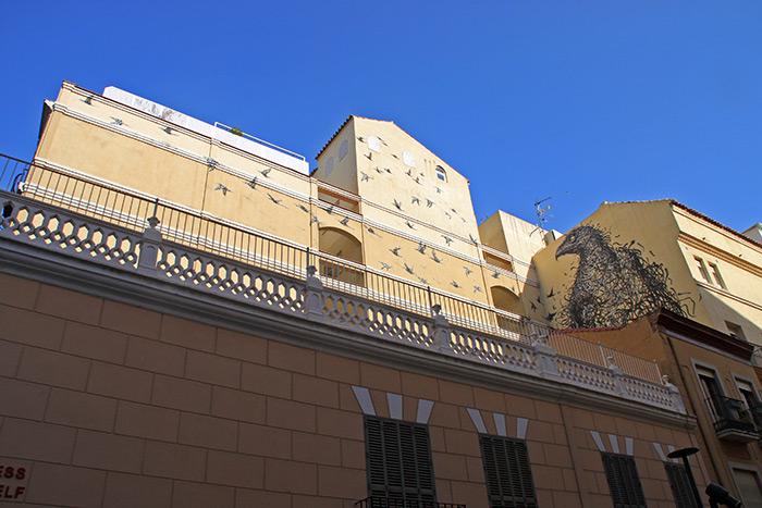 Die größten Kunstwerke sieht man oft am schwierigsten: Für die Vögel von Dal East müssen wir unsere Hälse weit nach oben strecken.