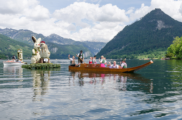 Bootskorso am Grundlsee 2015 (Photo Credit: © www.narzissenfest.at, Martin Baumgartner)