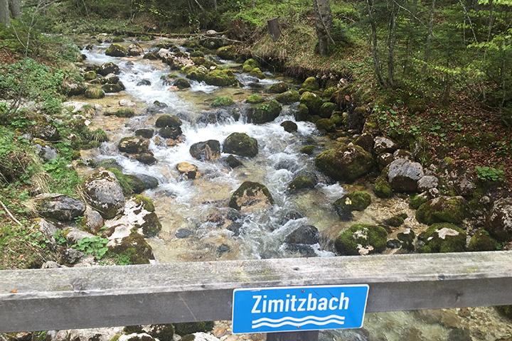 ... überqueren wir den Zimitzbach; nur einen der vielen Zuläufe in den Grundlsee