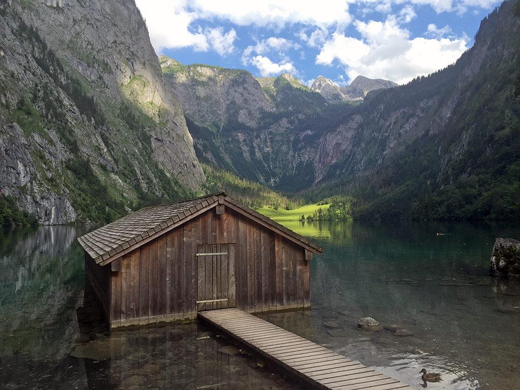 Bootshaus am Obersee mit Fischunkelalm im Hintergrund