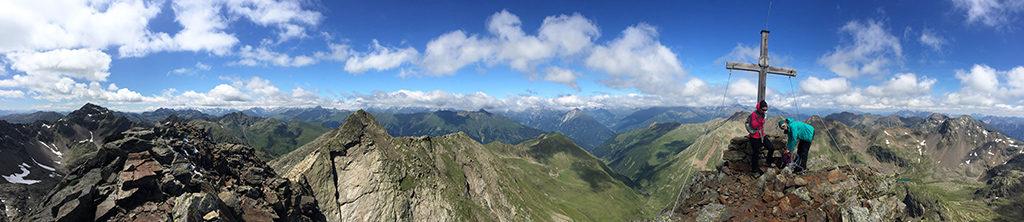 180° Panorama mit Regenstein ganz links im Bild vom Gipfel des Hochegg aus (zum Vergrößern hier klicken!)