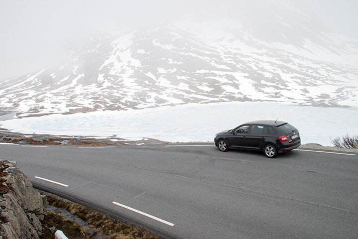 Roadtrip entlang mächtiger Schnee- und Eislandschaften!