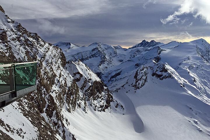 Aussichtsplattform mit Blick Richtung Großglockner