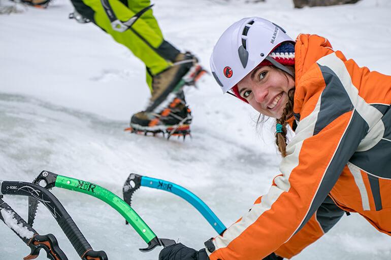 Cori beim Eisklettern in den Lienzer Dolomiten