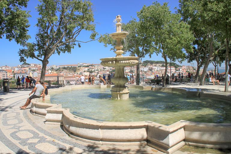 Springbrunnen am Miradouro de São Pedro de Alcântara