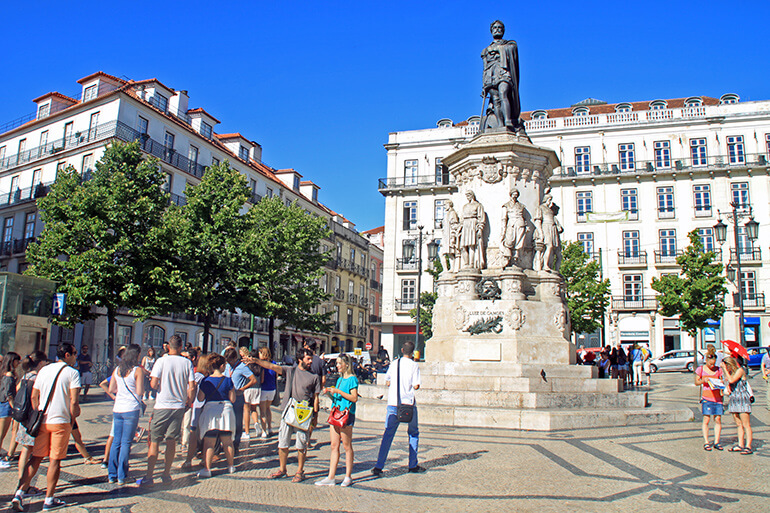 Treffpunkt am Praça Luís de Camões