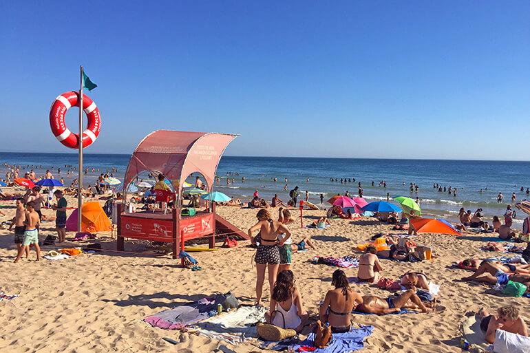 Am Strand von Carcavelos.