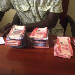 Geld zählen mit Tansanische Schilling