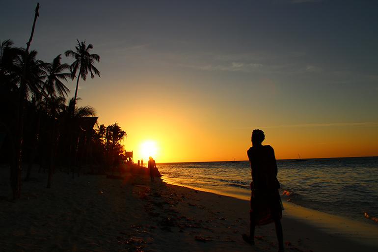Sonnenuntergang am Strand von Nungwi auf Sansibar