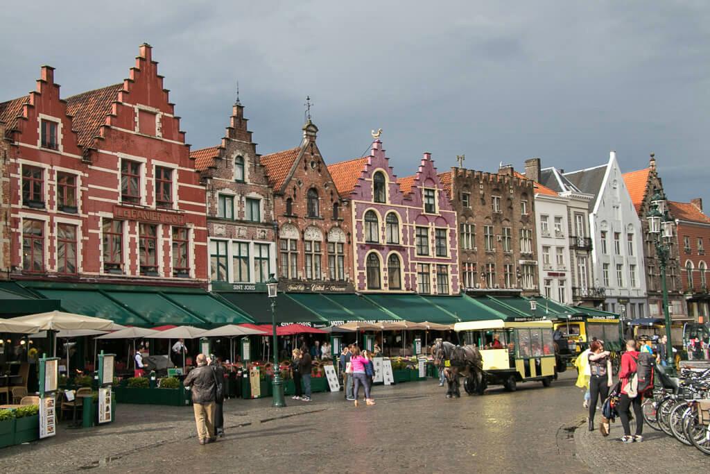 Häuser am Marktplatz in Brügge