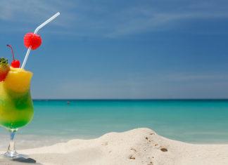 Cocktail am Strand - photo credit: Aruba Tourism Authority