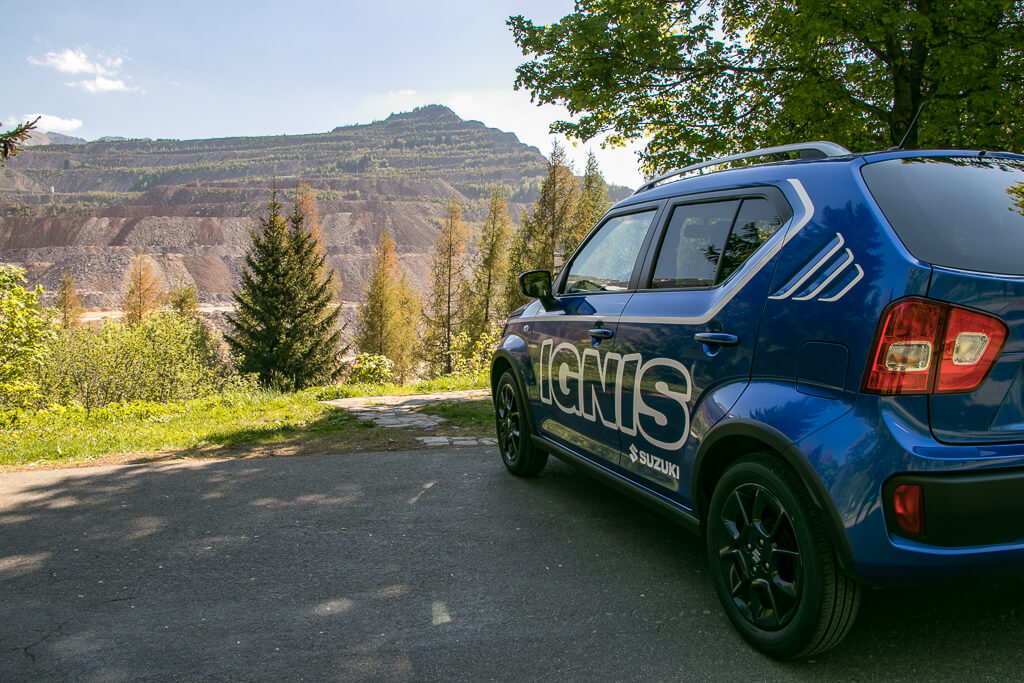 Erzbergblick Parkplatz mit Suzuki Ignis