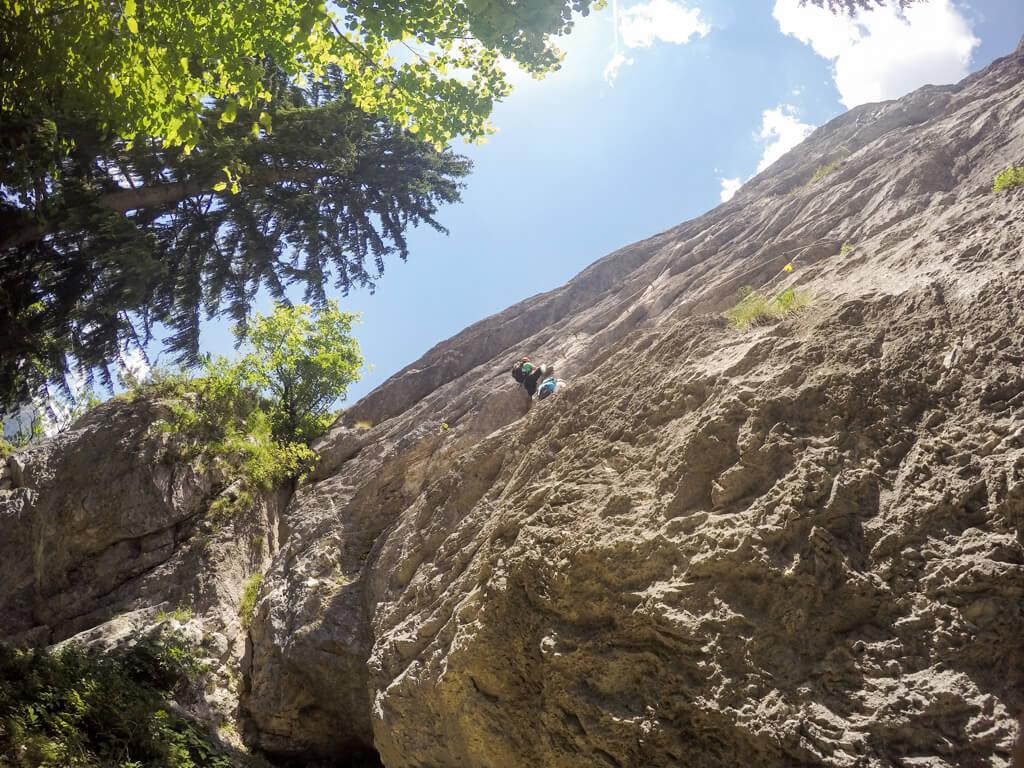 Senkrechte Einstiegswand am Kaiser Franz Joseph Klettersteig