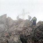 Dachstein Gipfelkreuz in den Wolken