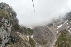 Gondel-Fahrt in die Wolken