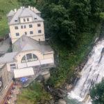 Flying Waters über dem Gasteiner Wasserfall und Kraftwerk-Café
