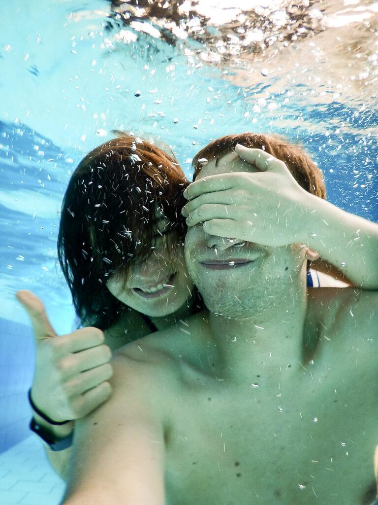 Unterwasser-Selfie Alpentherme Bad Gastein