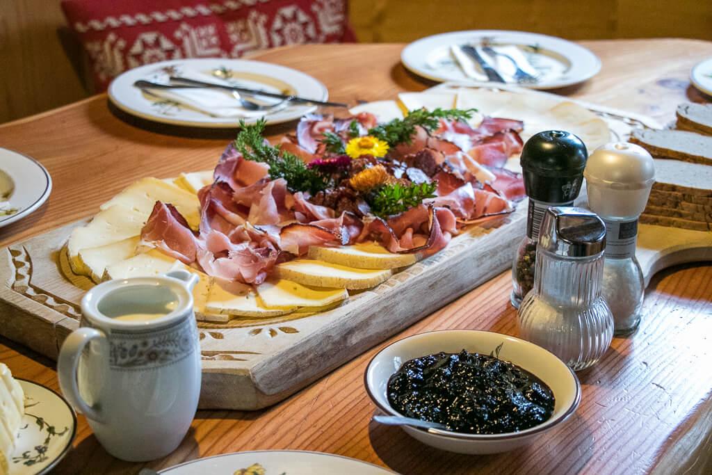 Almfrühstück auf der Pottinger Hütte