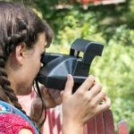 Cori auf der Suche nach einem spannenden Motiv im Grazer Volksgarten