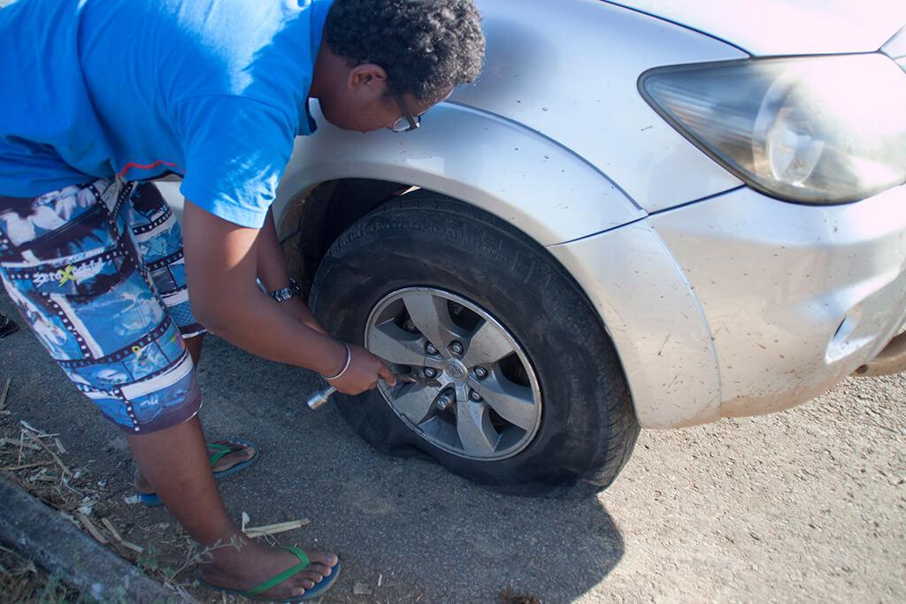 Madagaskar Roadtrip Platten Auto