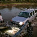 Fähre am Fluss Manambolo