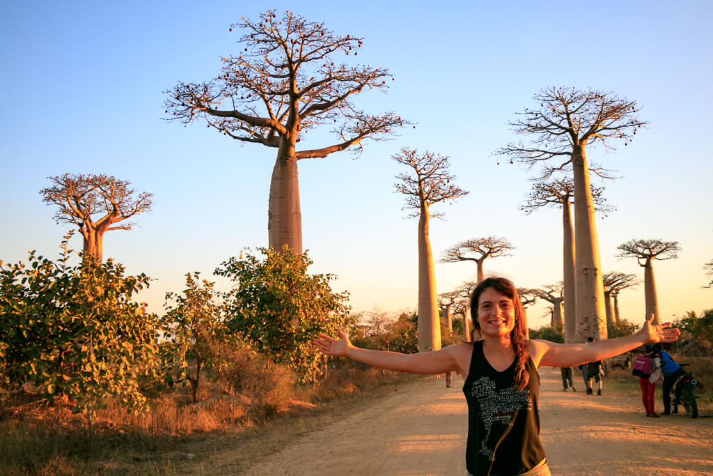 Cori in der Baobaballee bei Morondava
