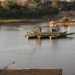 Fähre über den Manambolo Fluss bei Bekopaka