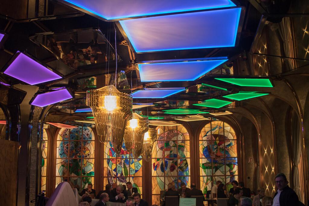 Kunstvolle Lichtinstallationen im Casino Restaurant