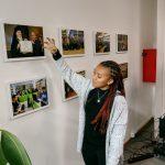 Prisca erklärt den Unialltag an der Universität Sophia