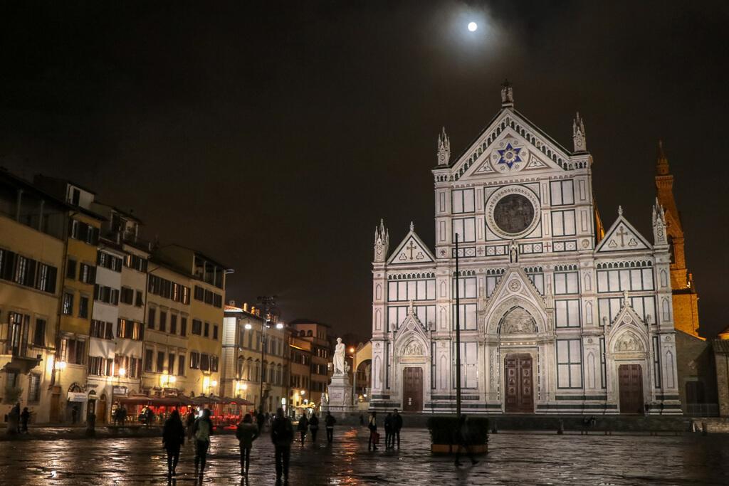 Franziskanerkirche Santa Croce bei Nacht