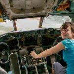 Cockpit im Flugzeugwrack am Airplane Graveyard in Bangkok