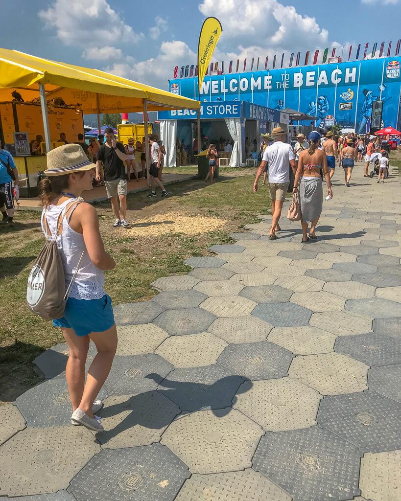 Cori im Beach Village des Vienna Major auf der Wiener Donauinsel